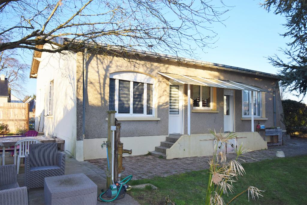 Maison de 5 ch de 160 m² au sol sur 924 m² de terrain à Grandchamps Des Fontaines