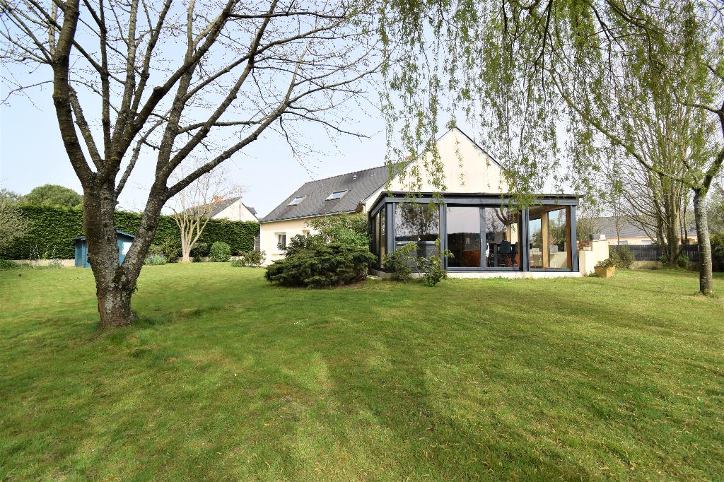 Maison 5 chambres sur 1 088 m² de terrain